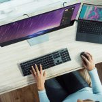 כסא לעבודה ממושכת מול מחשב
