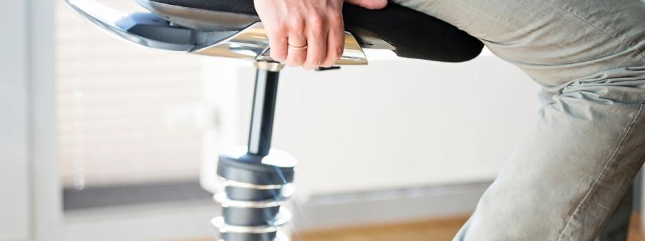 כיסא ארגונומי או כיסא פנאומטי – במה עדיף לבחור?