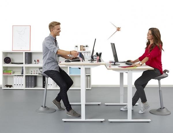 איך להקל על כאבי הגב ולשפר את מצב הרוח באמצעות כיסא עמידה?
