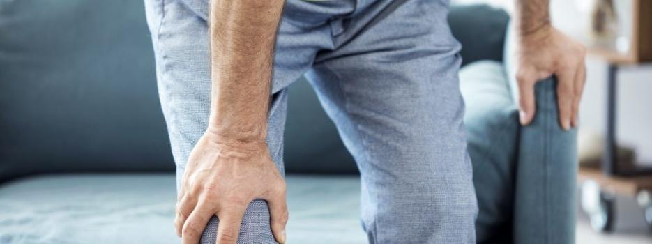 הקשר בין ישיבה ממושכת לכאבים ברגליים
